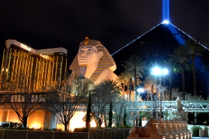 luxorhotelatnight